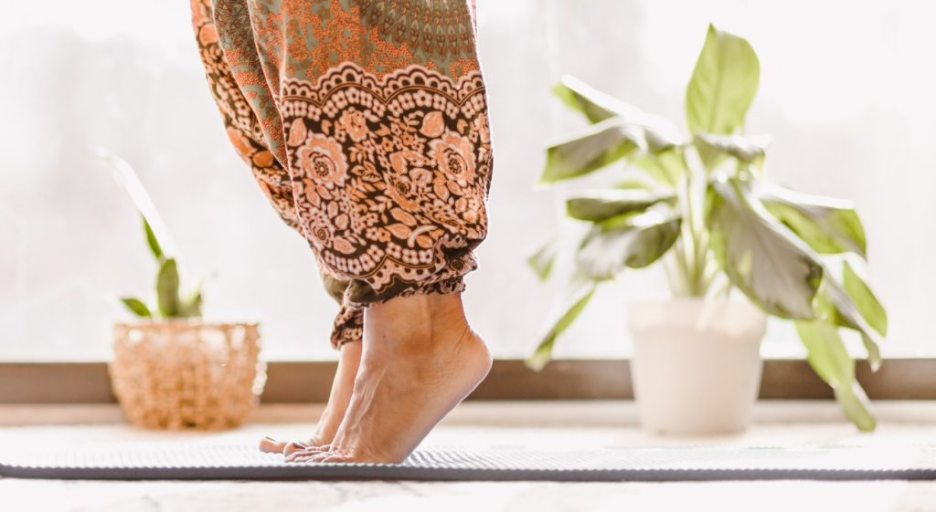 posture de yoga pour améliorer l'équilibre