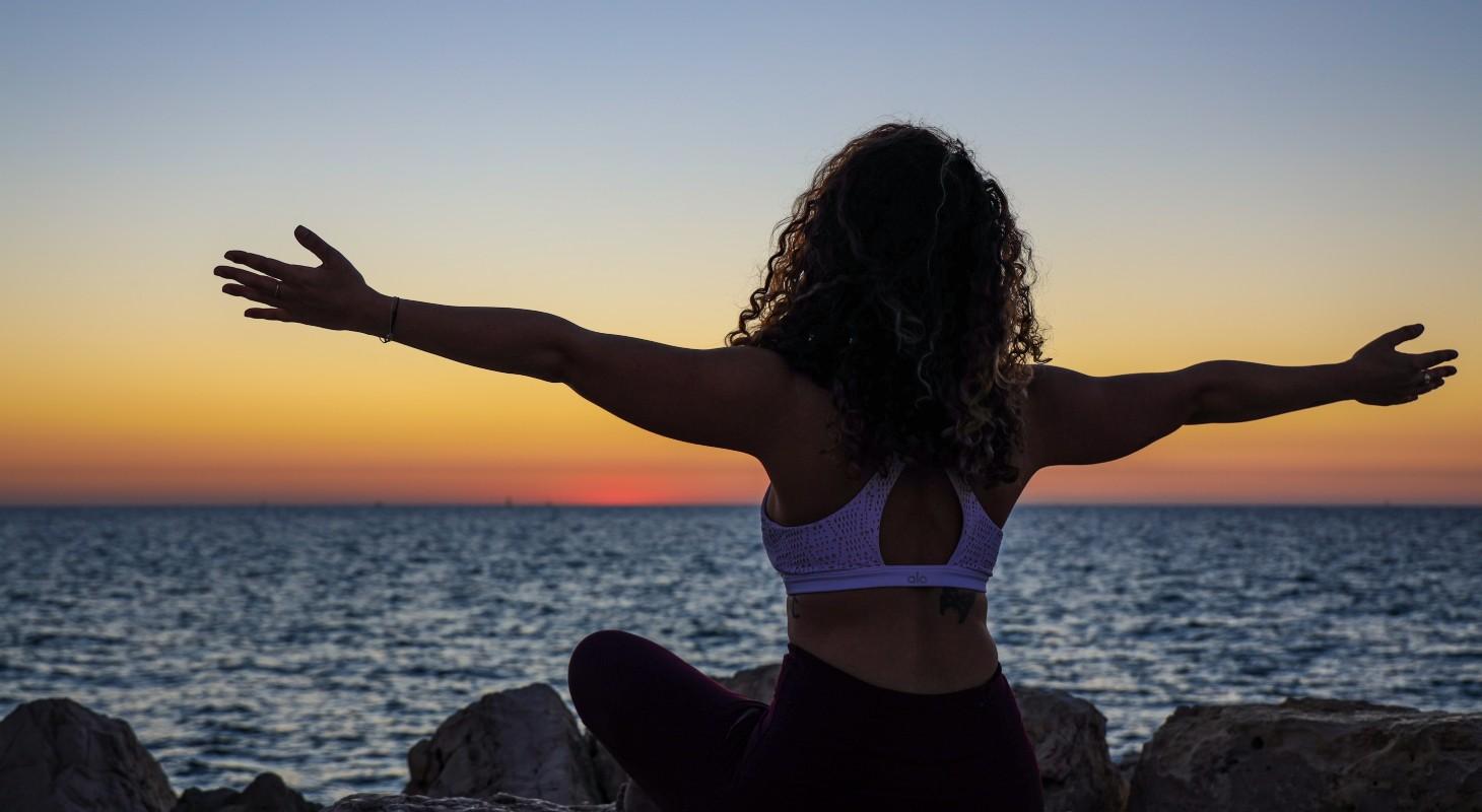 pratiquer le yoga le soir